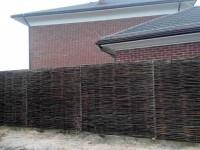 Забор из лозы — пошаговая инструкция как сплести своими руками красивый и прочный забор (145 фото + видео)